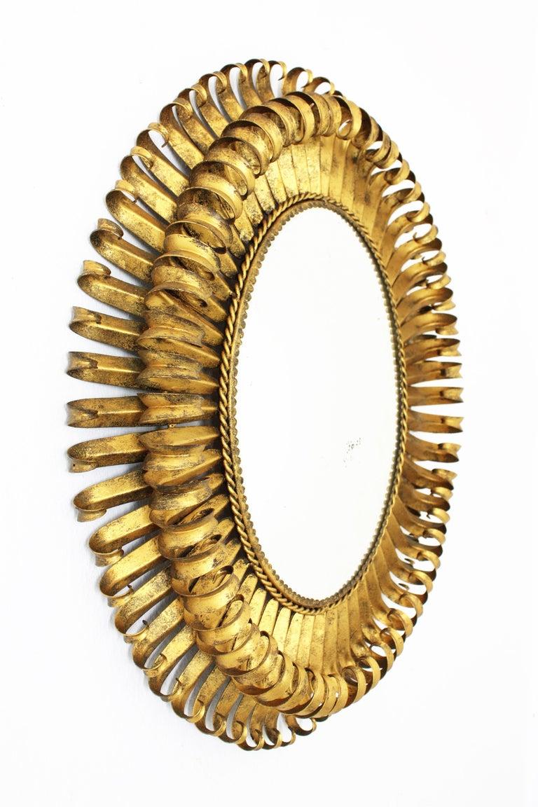1950s Spanish Brutalist Hammered Gilt Metal Eyelash Oval Sunburst Mirror  In Excellent Condition For Sale In Barcelona, ES