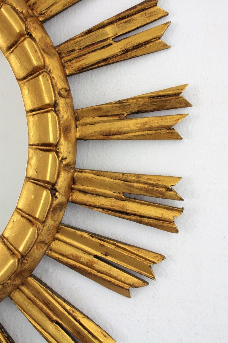 Early 20th Century French Medium Sized Baroque Giltwood Sunburst Mirror For Sale 4