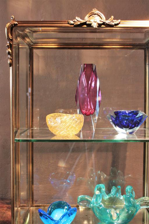 French Louis XV Style Bronze and Beveled Glass Jewelry or Cakes Showcase / Vitrine For Sale