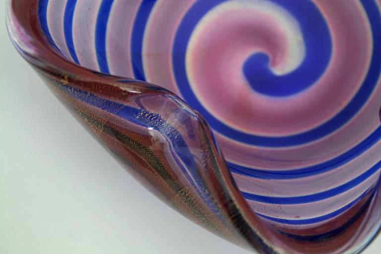 Fratelli Toso Red and Blue Swirls Gold Flecks Murano Glass Bowl, Italy 1950s In Excellent Condition For Sale In Barcelona, ES