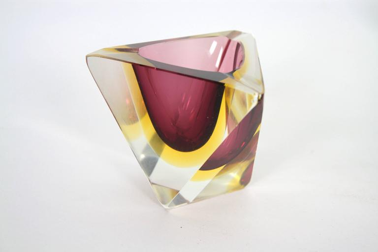 Six Flavio Poli Colorful Faceted Triangular Sommerso Murano Glass Ashtrays In Good Condition For Sale In Barcelona, ES
