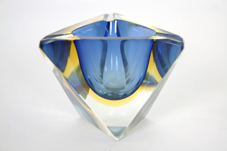 Mid-20th Century Six Flavio Poli Colorful Faceted Triangular Sommerso Murano Glass Ashtrays For Sale