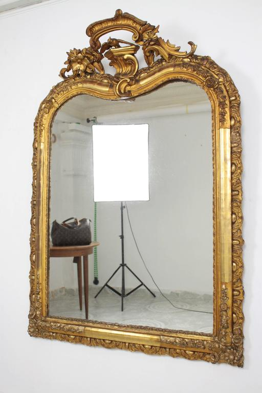 French Louis XV Period Carved Giltwood Mirror In Excellent Condition For Sale In Barcelona, ES