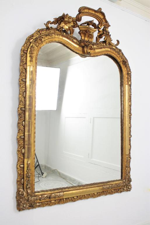 French Louis XV Period Carved Giltwood Mirror For Sale 1