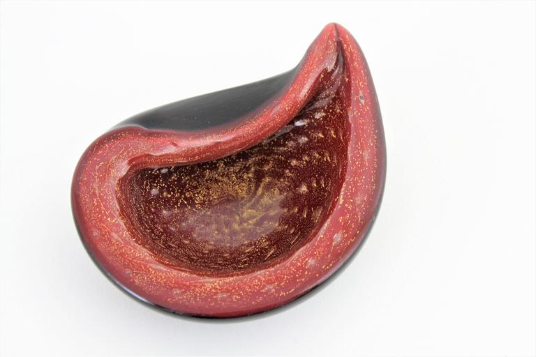 Alfredo Barbini Red and Black Gold Flecked Murano Glass Bowl For Sale 1