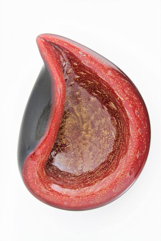 Mid-Century Modern Alfredo Barbini Red and Black Gold Flecked Murano Glass Bowl For Sale
