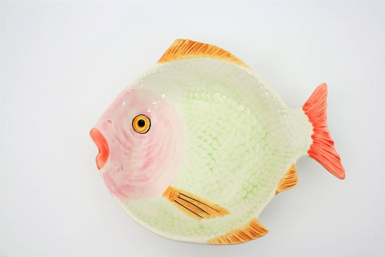 20th Century European Colorful Glazed Ceramic Fishes Wall Decoration  For Sale 3
