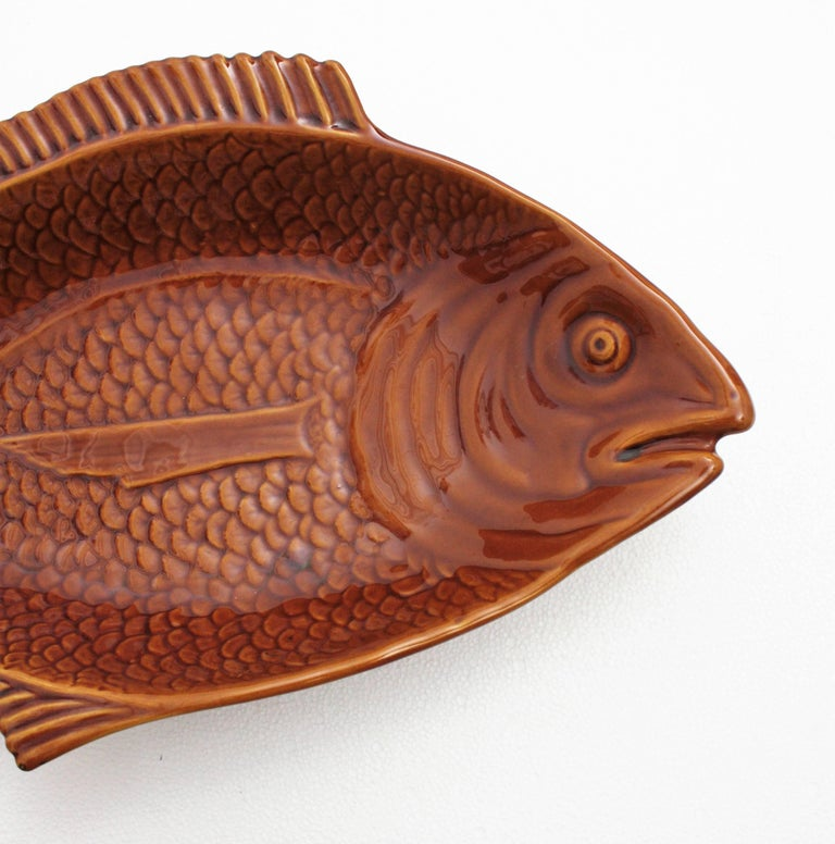 A giant sized glazed ceramic fish platter in brown and toffee colors manufactured by Secla ceramics factory. A very interesting piece due to its very large size. Useful as a gorgeous serving platter, also lovely to use it to decorate the kitchen,