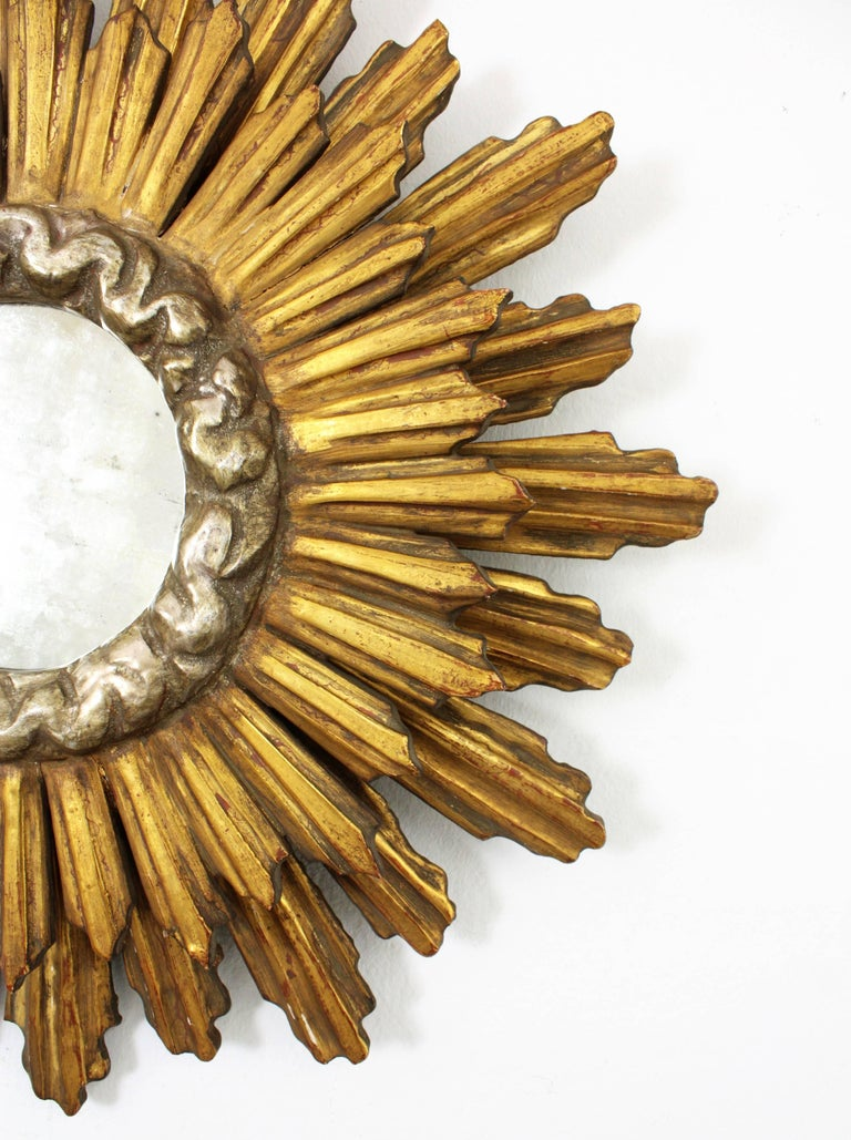 1930s Baroque Style Double Layered Gold Leaf Giltwood & Silvered Sunburst Mirror In Excellent Condition For Sale In Barcelona, ES