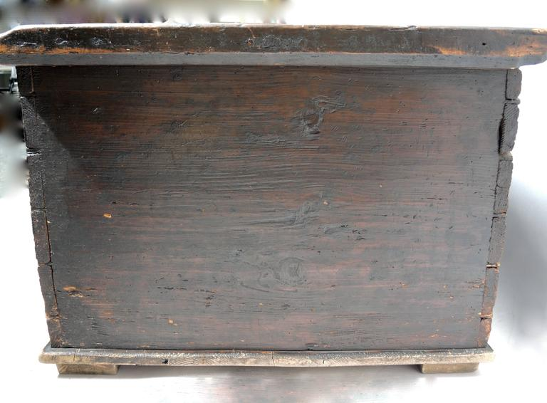 Pine Early 19th Century Swedish Painted Trunk For Sale