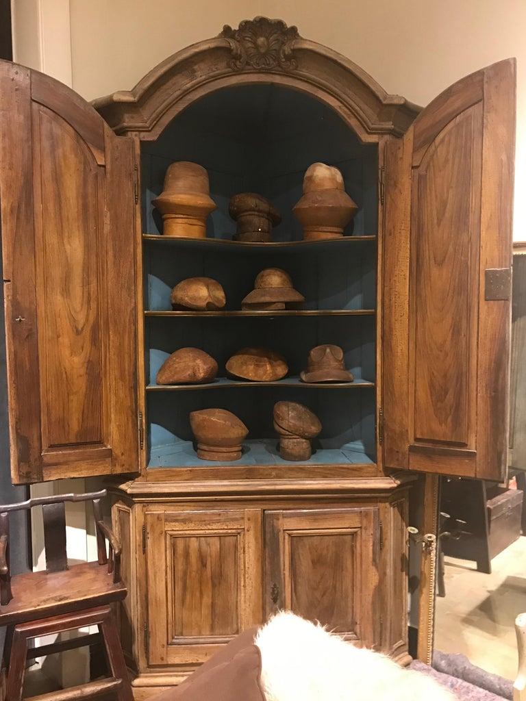 18th Century Dutch Baroque Walnut Corner Cabinet with Carved Cartouche Crown 2
