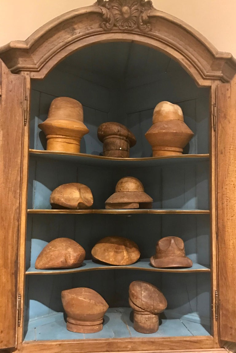18th Century Dutch Baroque Walnut Corner Cabinet with Carved Cartouche Crown 7