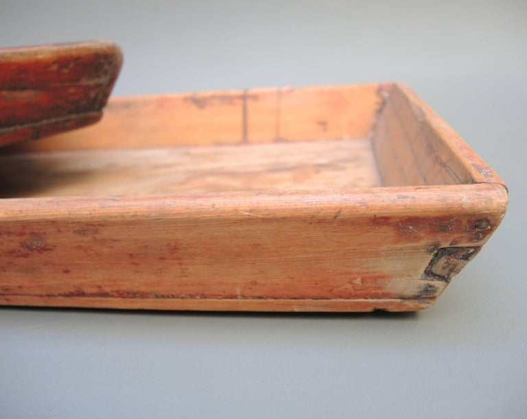Antique Chinese Provincial Wood Trays with Worn Red Paint In Good Condition For Sale In Antwerp, BE
