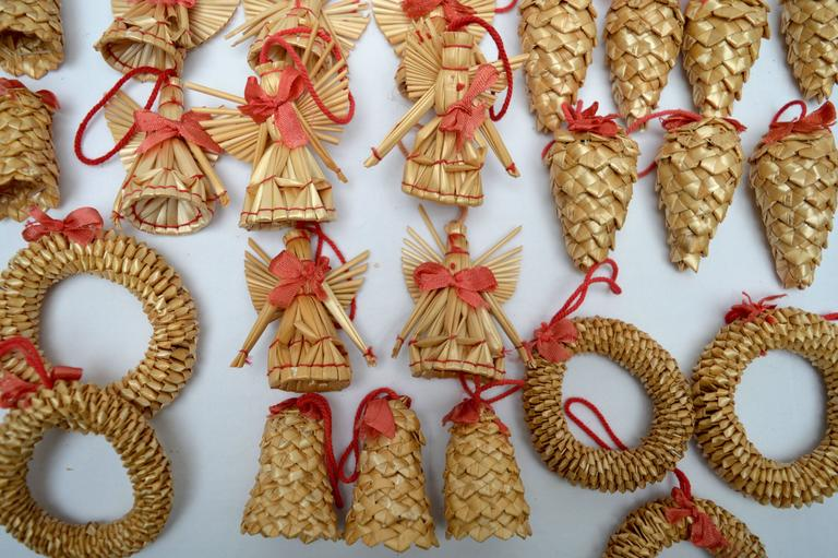Collection of 37 vintage swedish straw christmas ornaments for Collecting vintage christmas ornaments