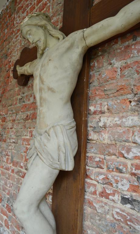 Over 6' Tall 19th Century Flemish Crucifix  In Good Condition For Sale In Antwerp, BE