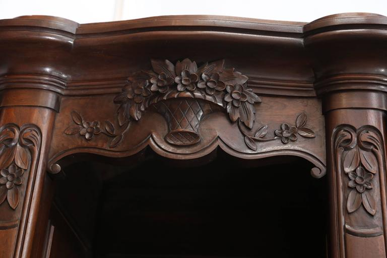 Magnificently detailed carved vaisselier with bow-front top cabinet doors,