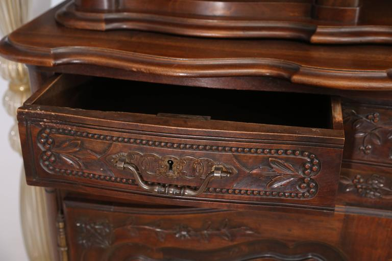 French Mahogany Vaisselier In Excellent Condition For Sale In Houston, TX