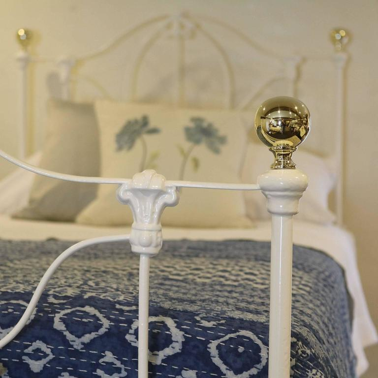 English Matching Pair Of Twin Cast Iron Single Beds MPS19 For Sale