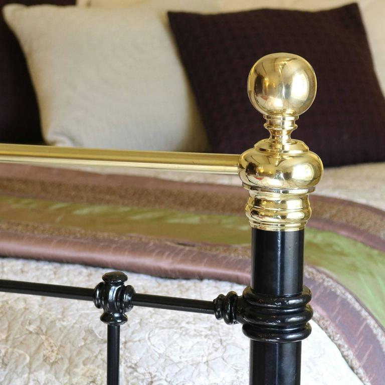 English Wide Brass and Iron Bed in Black, MSK29 For Sale