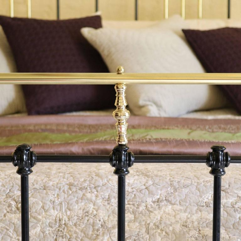 Wide Brass and Iron Bed in Black, MSK29 In Excellent Condition For Sale In Wrexham, GB