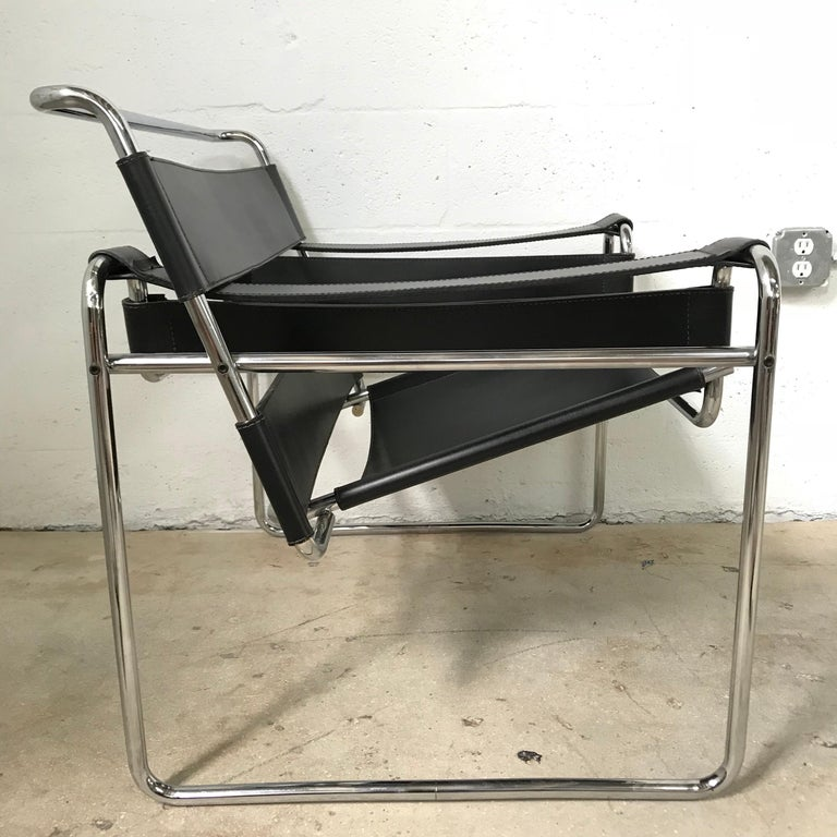 Mid-Century Modern Early Marcel Breuer Wassily Chair in Polishes Chrome and Black Leather For Sale