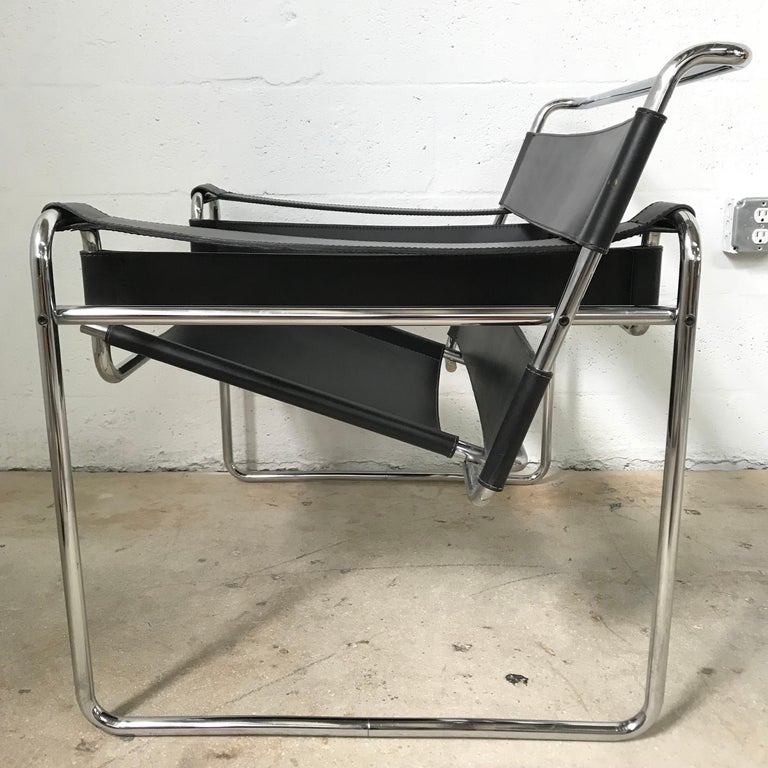 Italian Early Marcel Breuer Wassily Chair in Polishes Chrome and Black Leather For Sale