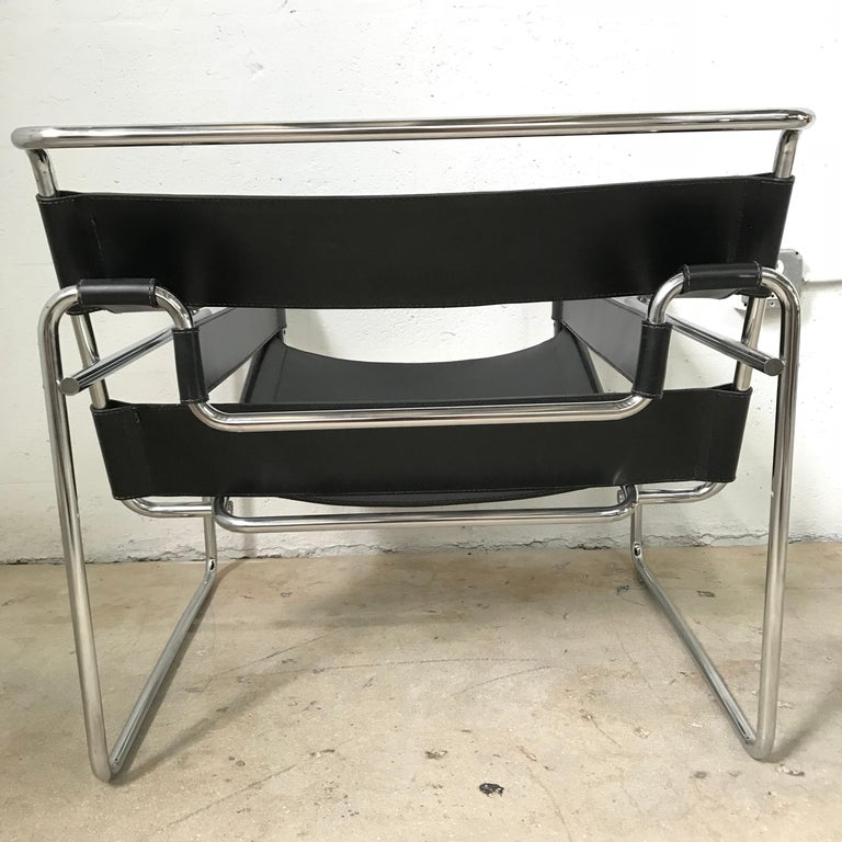 Early Marcel Breuer Wassily Chair in Polishes Chrome and Black Leather In Excellent Condition For Sale In Miami, FL