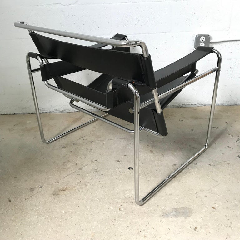 20th Century Early Marcel Breuer Wassily Chair in Polishes Chrome and Black Leather For Sale
