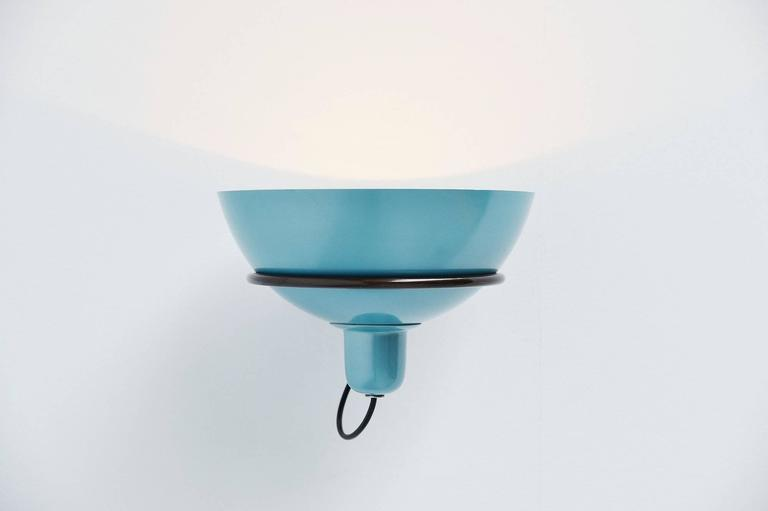 Single wall lamp model 2/1 designed by Gino Sarfatti, manufactured by Arteluce, Italy, 1960. This nice wall light has an adjustable reflector lacquered in blue on the outside, bar ring and wall flange in patinated aluminium. The lamp is unmarked but
