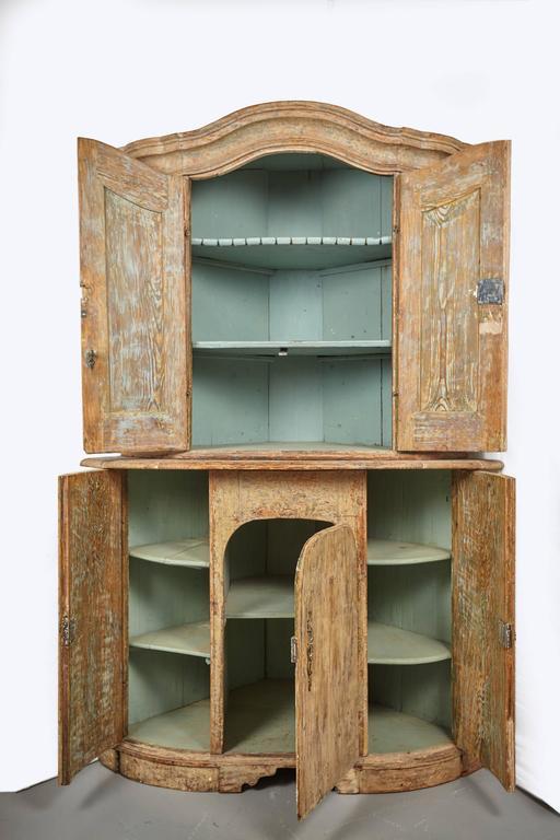 Swedish 18th Century Gustavian Corner Cabinet For Sale