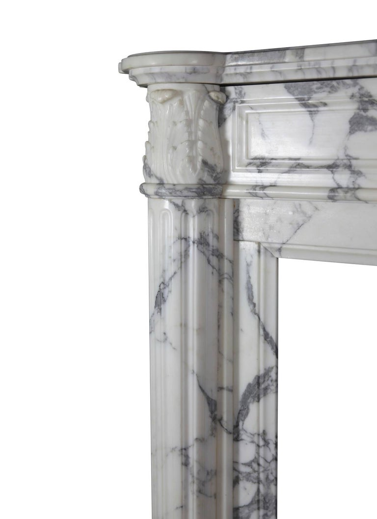 This piece of art was build in the first half of the 19th century. The condition and veining of the marble is amazing. This original fireplace surround has very nicely carved side panels. A grand and stylish Parisian appartement chimney