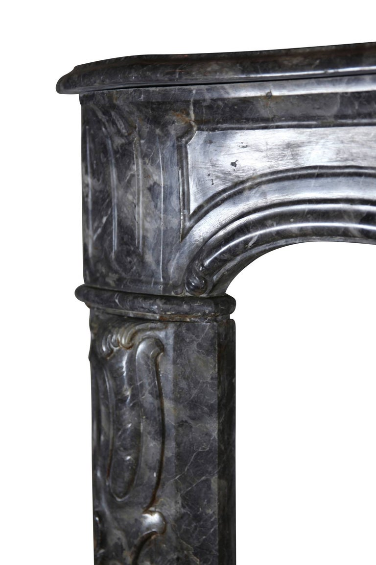 This 18th century grey marble antique fireplace mantle from the Regency period is in perfect condition; it has some very nice details. It was originally installed in Amsterdam. A very rich piece for a bespoke opulent interior design. The focus of