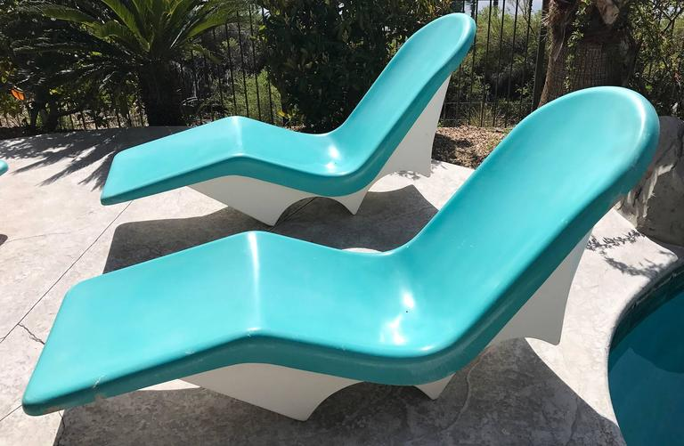 Pair Of Mid Century Fiberglass Poolside Lounge Chairs By