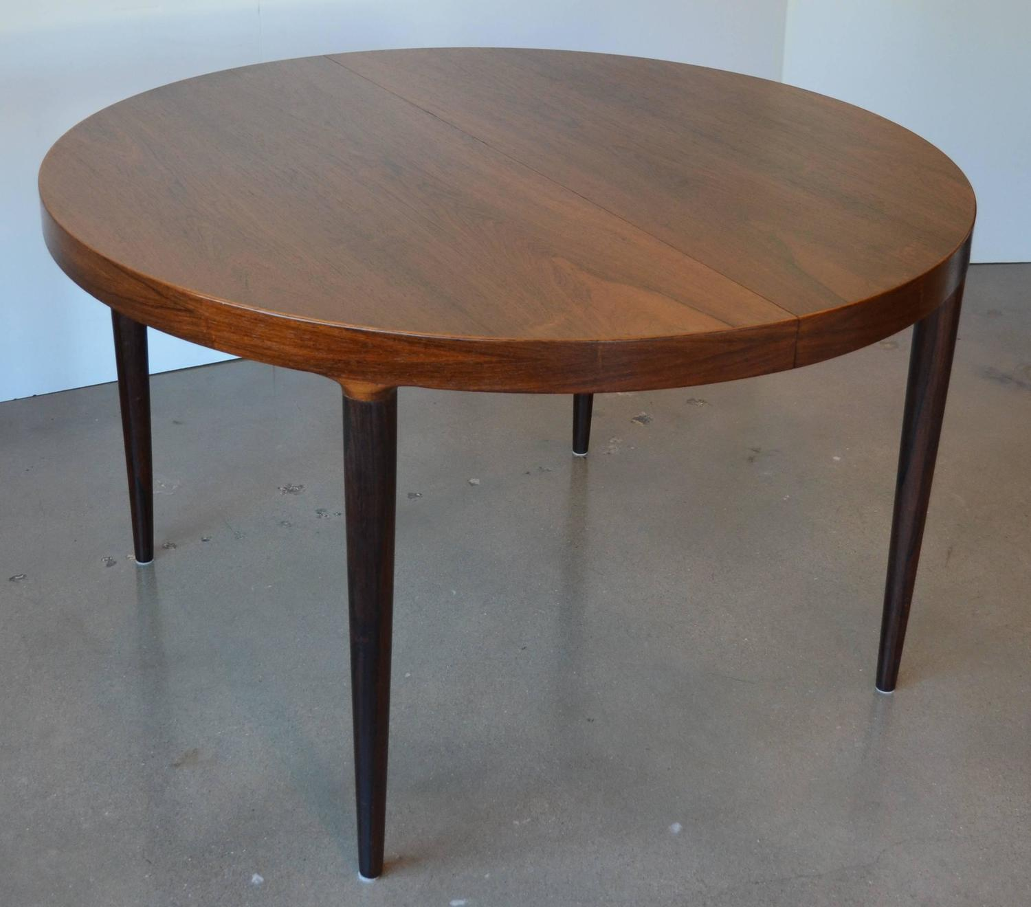 Mid Century Round Or Oval Rosewood Dining Table With Leaves At 1stdibs