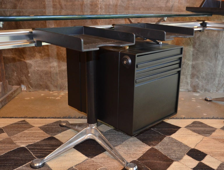 Herman Miller Desk by Bruce Burdick Fully Adjustable Components In Good Condition For Sale In Austin, TX