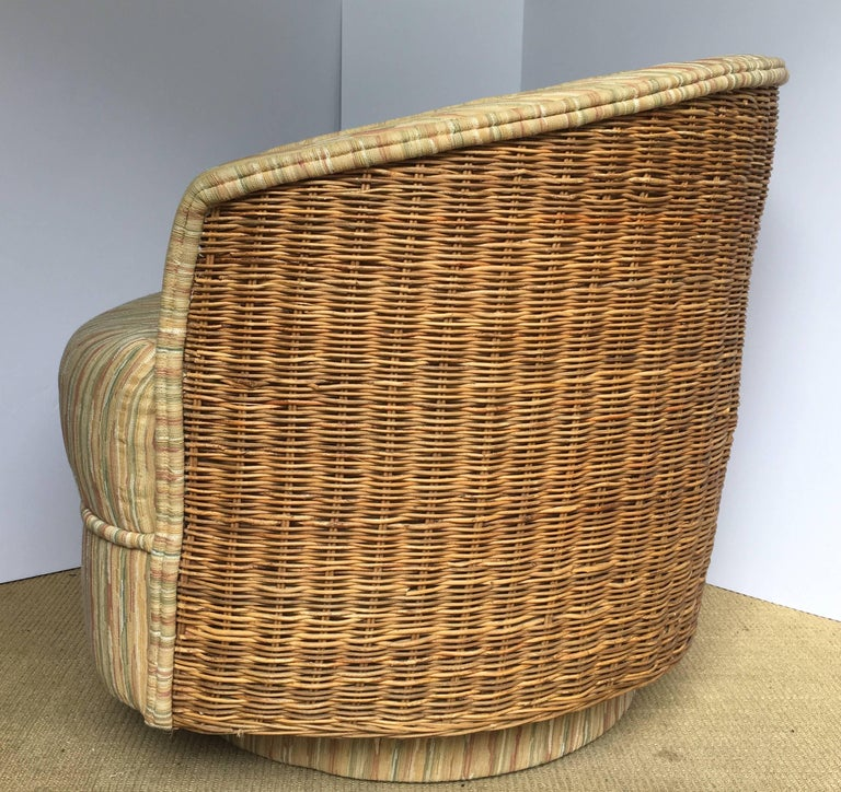 Mid-Century Modern Milo Baughman Style Rattan Wicker Barrel Swivel Lounge Chair In Good Condition For Sale In Lambertville, NJ