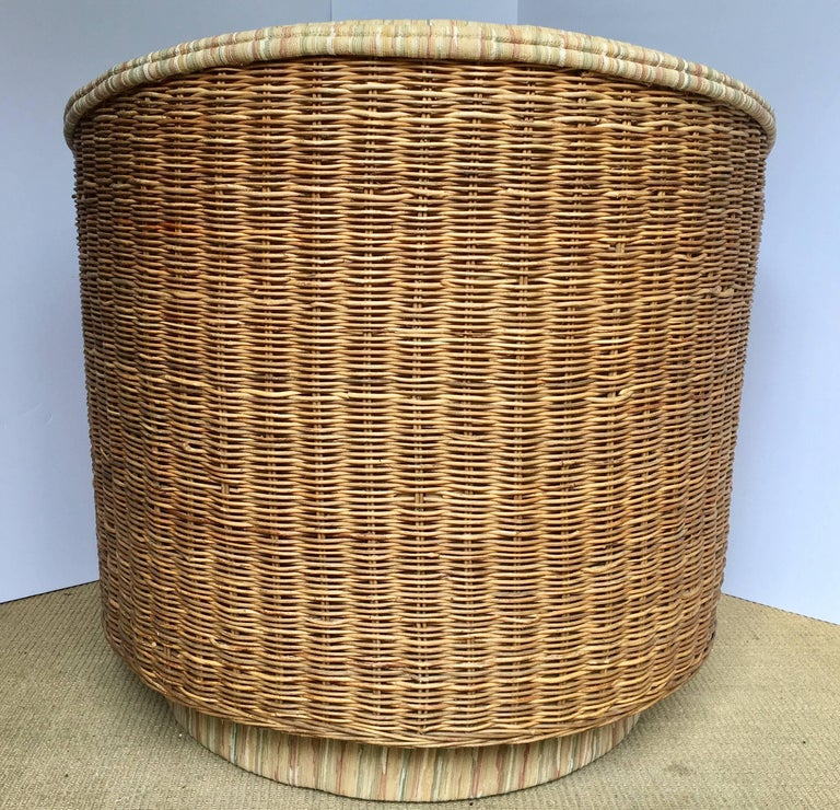 Late 20th Century Mid-Century Modern Milo Baughman Style Rattan Wicker Barrel Swivel Lounge Chair For Sale