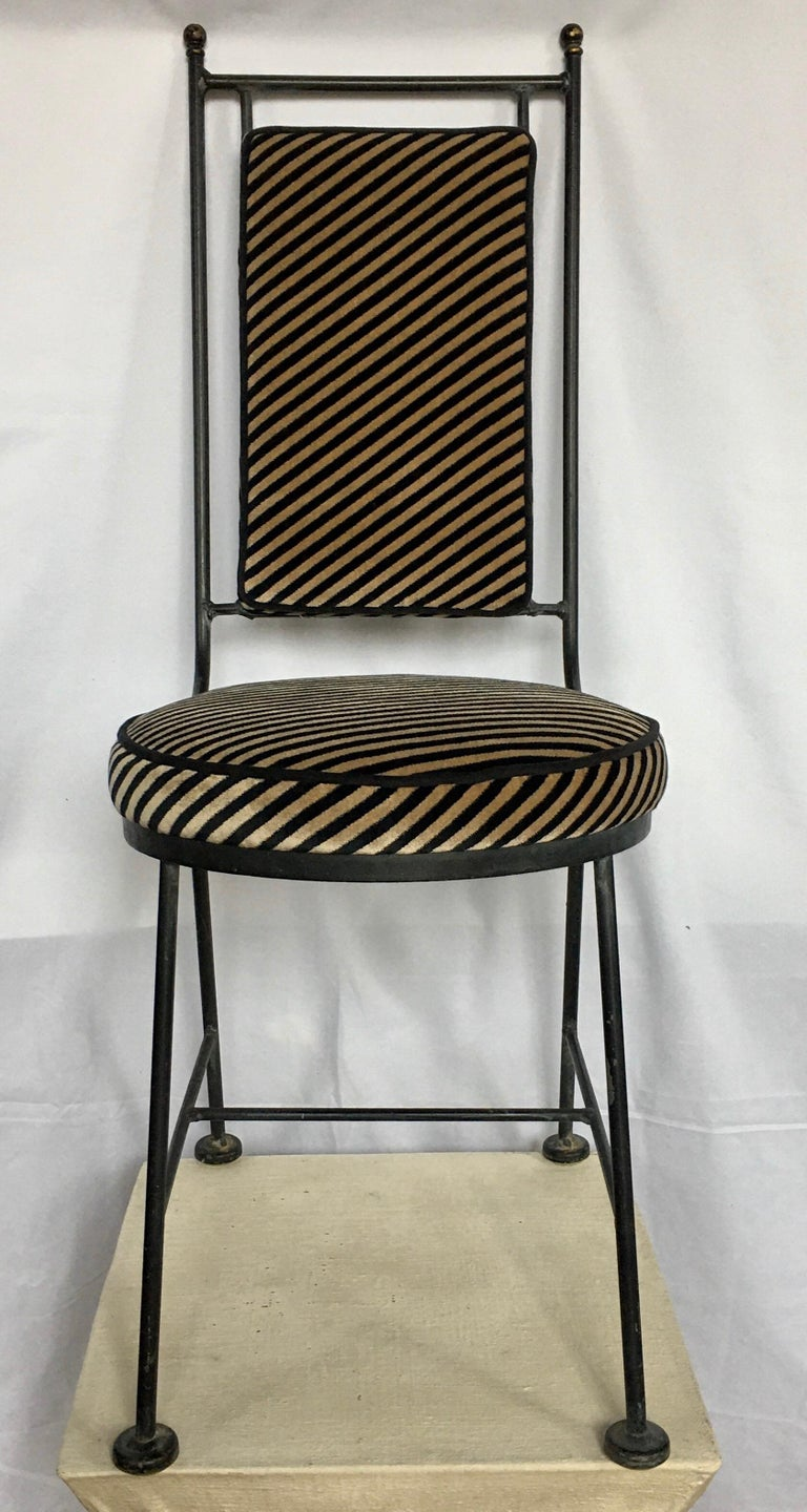 Mid-Century Modern black wrought iron Savonarola style chair custom upholstered in Kelly Wearstler Italian oblique diagonal striped velvet fabric for Groundworks. Newly upholstered geometric Memphis style round seat and rectangular box back cushion