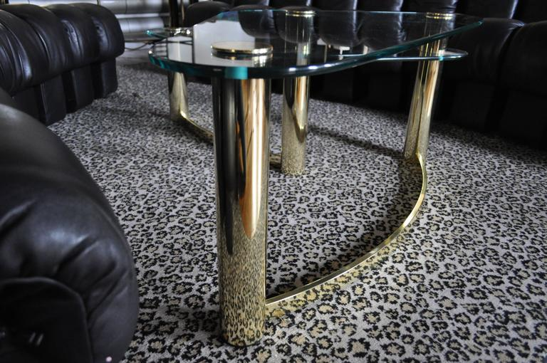 Mid-Century Modern Two-Tier Brass and Glass Boomerang Cocktail Table, Pace In Excellent Condition For Sale In Lambertville, NJ