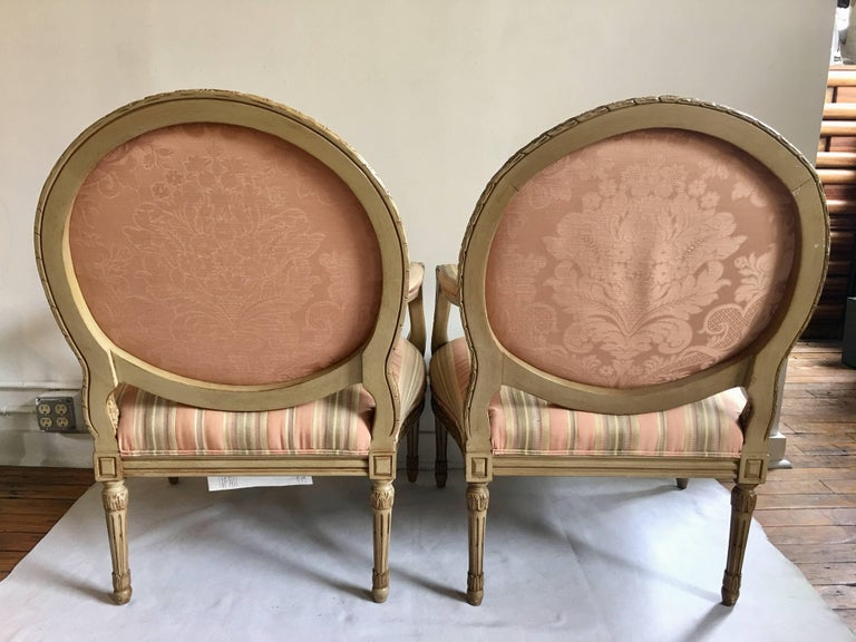 20th Century French Louis XVI Style Carved Fauteuil Bergère Armchairs by Henredon, Pair For Sale