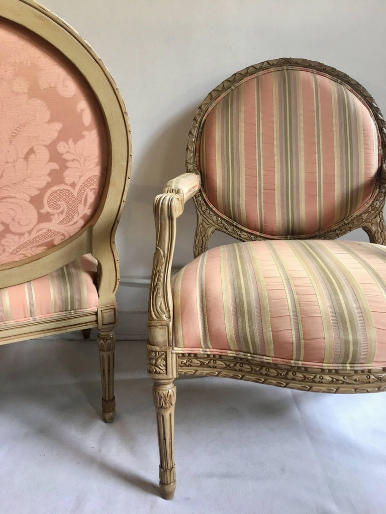 French Louis XVI Style Carved Fauteuil Bergère Armchairs by Henredon, Pair For Sale 1