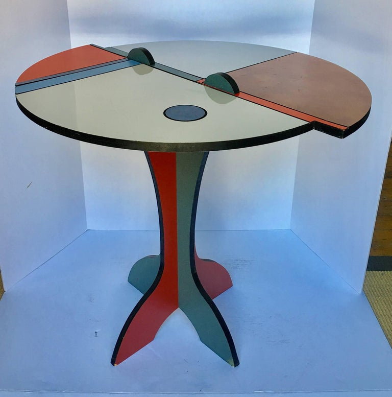 Mid-Century Modern Memphis Style Color Blocked Side Table In Good Condition For Sale In Lambertville, NJ