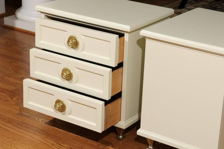 Chic Restored Pair of Small Chests in the Style of Renzo Rutili For Sale 2