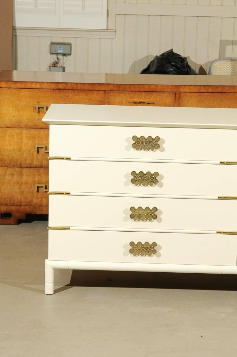 American Magnificent Restored Eight Drawer Chest by Renzo Rutili, circa 1965 For Sale