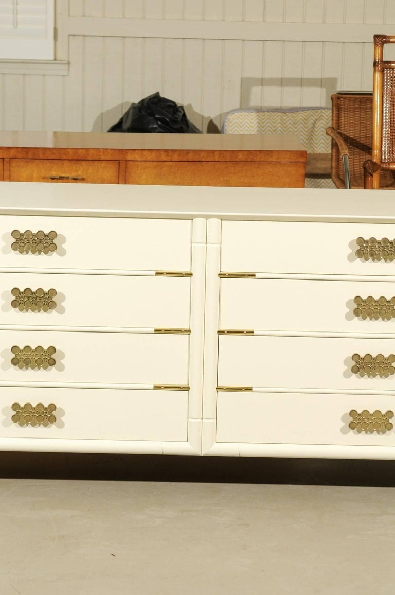 Magnificent Restored Eight Drawer Chest by Renzo Rutili, circa 1965 In Excellent Condition For Sale In Atlanta, GA