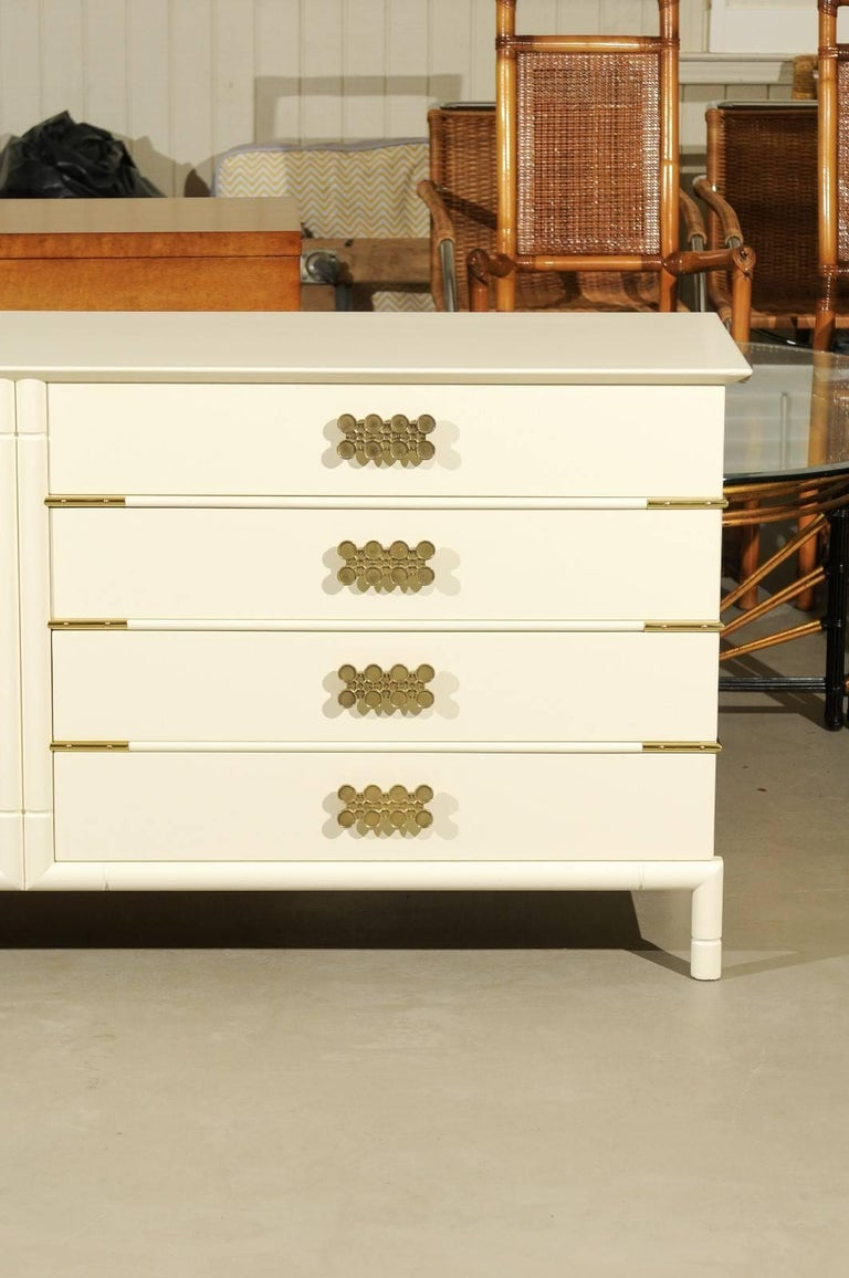 Mid-20th Century Magnificent Restored Eight Drawer Chest by Renzo Rutili, circa 1965 For Sale