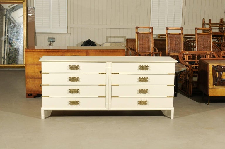 Mid-Century Modern Magnificent Restored Eight Drawer Chest by Renzo Rutili, circa 1965 For Sale