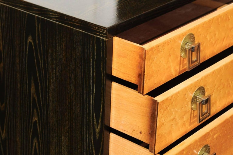 Breathtaking Pair of Chests by Renzo Rutili in Cerused Oak and Bird's-Eye Maple For Sale 1