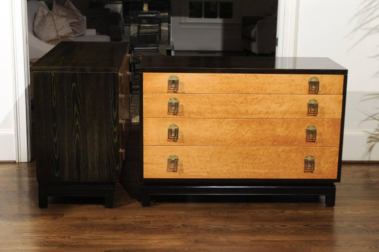 Breathtaking Pair of Chests by Renzo Rutili in Cerused Oak and Bird's-Eye Maple For Sale 2
