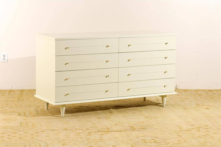 Modern Eight-Drawer Chest Restored in Cream Lacquer In Excellent Condition For Sale In Atlanta, GA